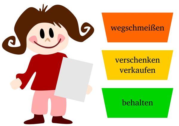 Frau prüft Umzugsplanung mit Checkliste